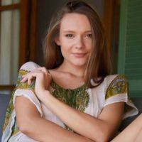 Briana - Spontane Partnerin gibt feuchte Zungenküsse bei nette Verabredung