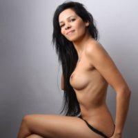 Selena - Erotisches Modell erfüllt für Paare den Bi Service bei Wunsch