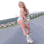 Kaja - Ungestüme Callgirls aus Polen erweist heißen Sex im Auto beim Boxenstopp